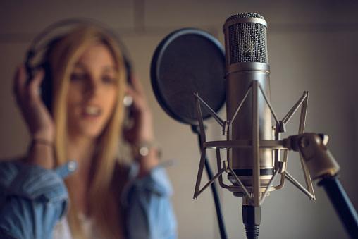 Fehler 3 beim Musik zuhause aufnehmen: Falscher Abstand zum Mikrofon